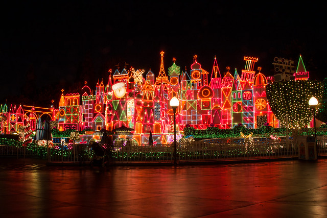 Is it Packed?: Disneyland Crowds in December