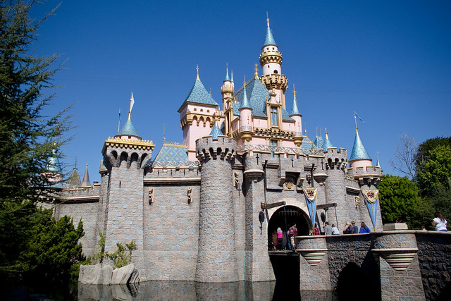 6 Awesome Ways Disneyland is Better Than Disney World